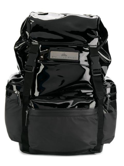 Ein Rucksack aus der adidas x Stella McCartney Kollektion aus recycelten Polyester.