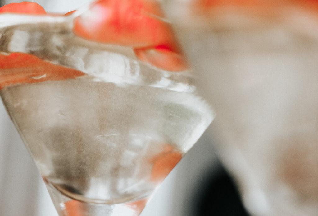 Der Hendrick's Rose Martini zum, Valentinstag mit Freunden.
