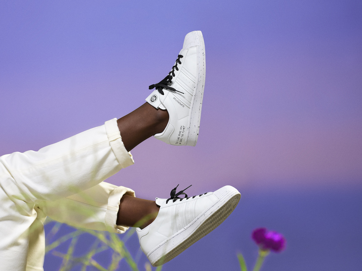adidas originals clean classics in den himmel gestreckt