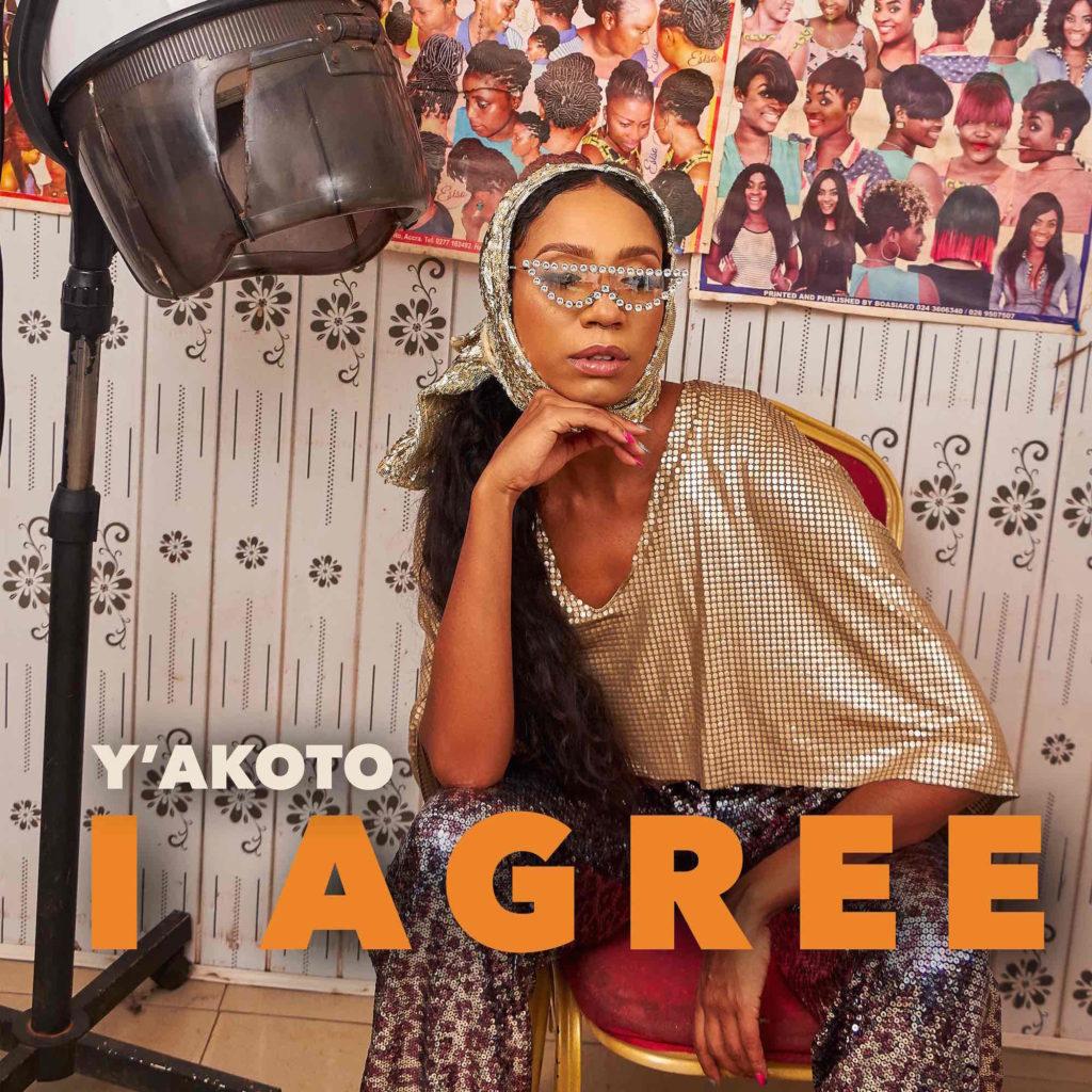Saengerin Yakoto posiert fuer Musikvideo I Agree